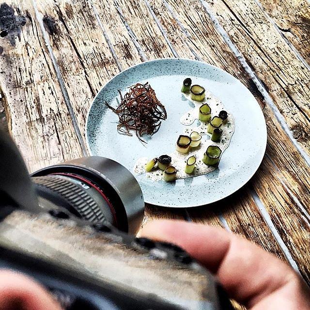 Shooting food again  Bruger formiddag på @langhoffogjuul med @ninajuulthuesen og @milling87 som tryller i køkkenet  #raisfoto #lovemyjob #langhoffogjuul #aarhus #food #foodie