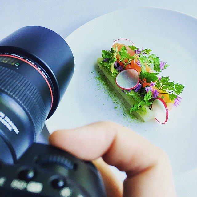 Still going - Skyder fantastisk mad på @fakkelgaarden  #raisfoto #fakkelgården #gourmet #chef #lovemyjob #photographer