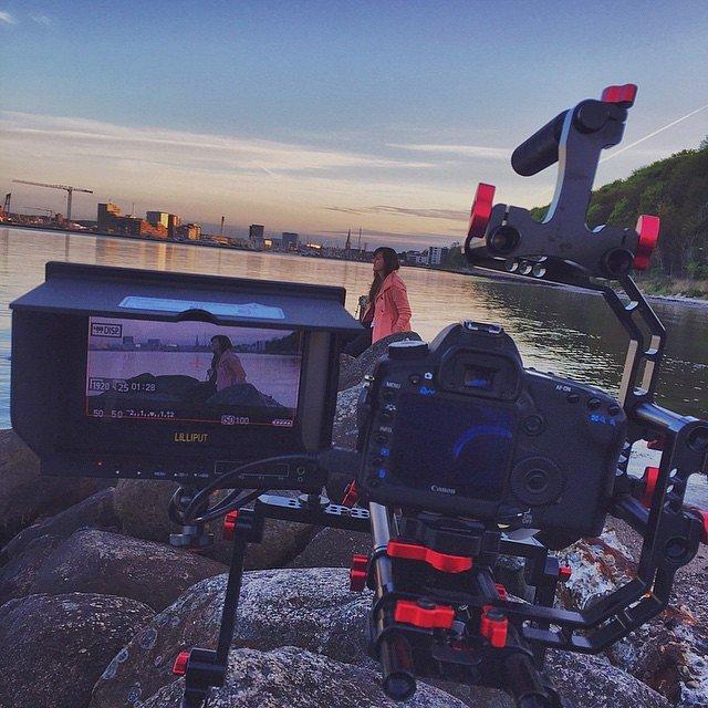 Slutter dagen og ugen af med lidt ekstra optagelser af Dina til en ny Oase musikvideo. #makingvideo #canon #dslr #raisfoto #danskoase #lovemyjob